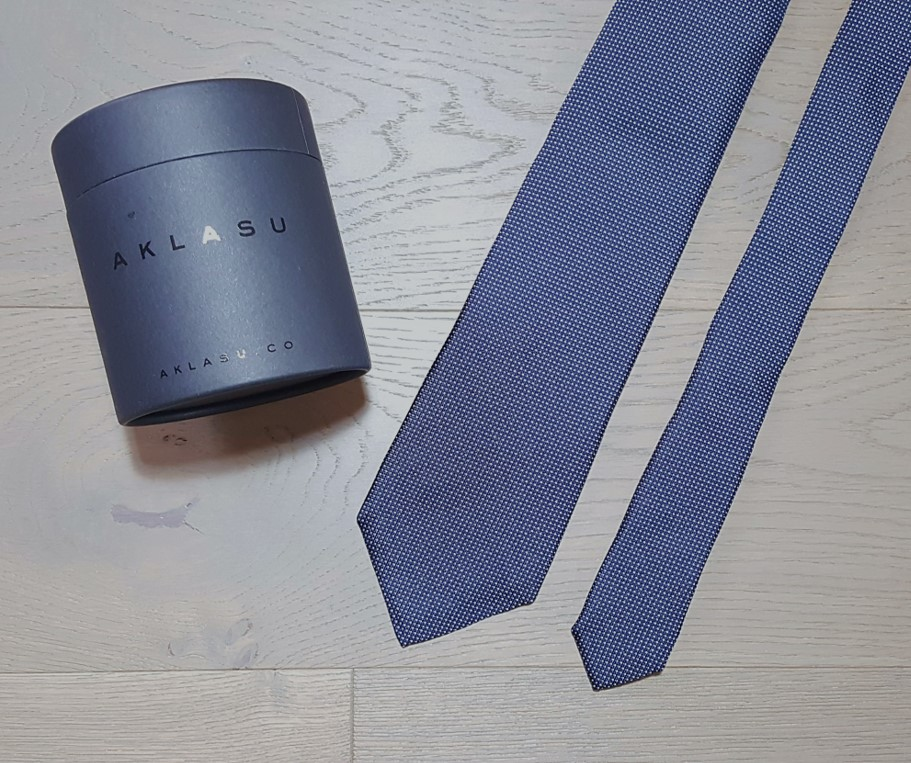 Aklasu navy micro pattern six-fold tie review